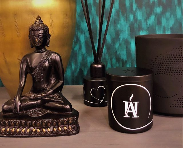 Black Luxury Scented Candle